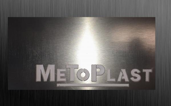 Logo Metoplast en alu brossé